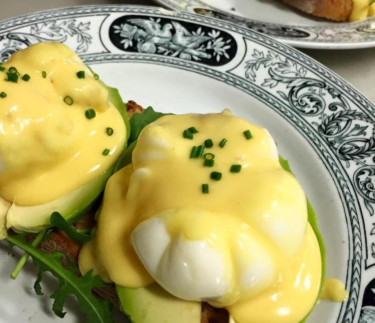 brunch ganz huevo benedict